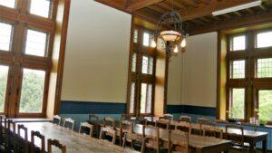Salle de réunion dans la tour du chateau de Dalhem