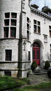 Entrée principale du chateau menant au grand hall