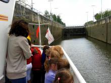 Passage de l'écluse de Lanaye en bateau